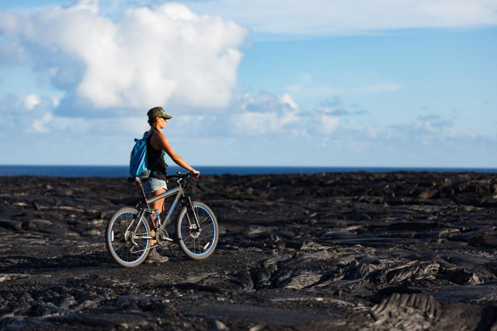 Vélo de location pour rejoindre les coulées de lave, il faut compter 45 minutes pour y aller... Vous pouvez le faire à pied, mais ce sera 2h30 de marche.