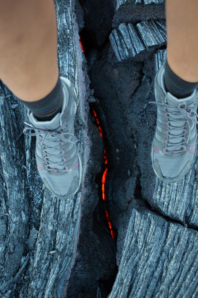 J'adore cette image. C'est la premier spot que j'ai trouvé avec de la lave sous mes pieds :)